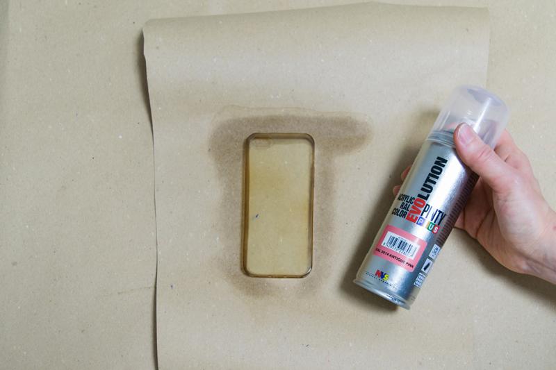 Cómo-pintar-una-funda-de-silicona-con-pintura-en-spray-3