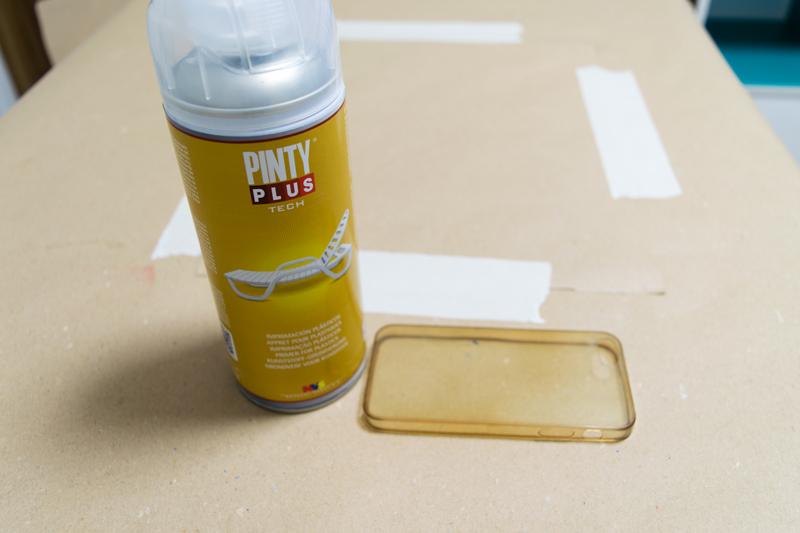 Cómo-pintar-una-funda-de-silicona-con-pintura-en-spray-4
