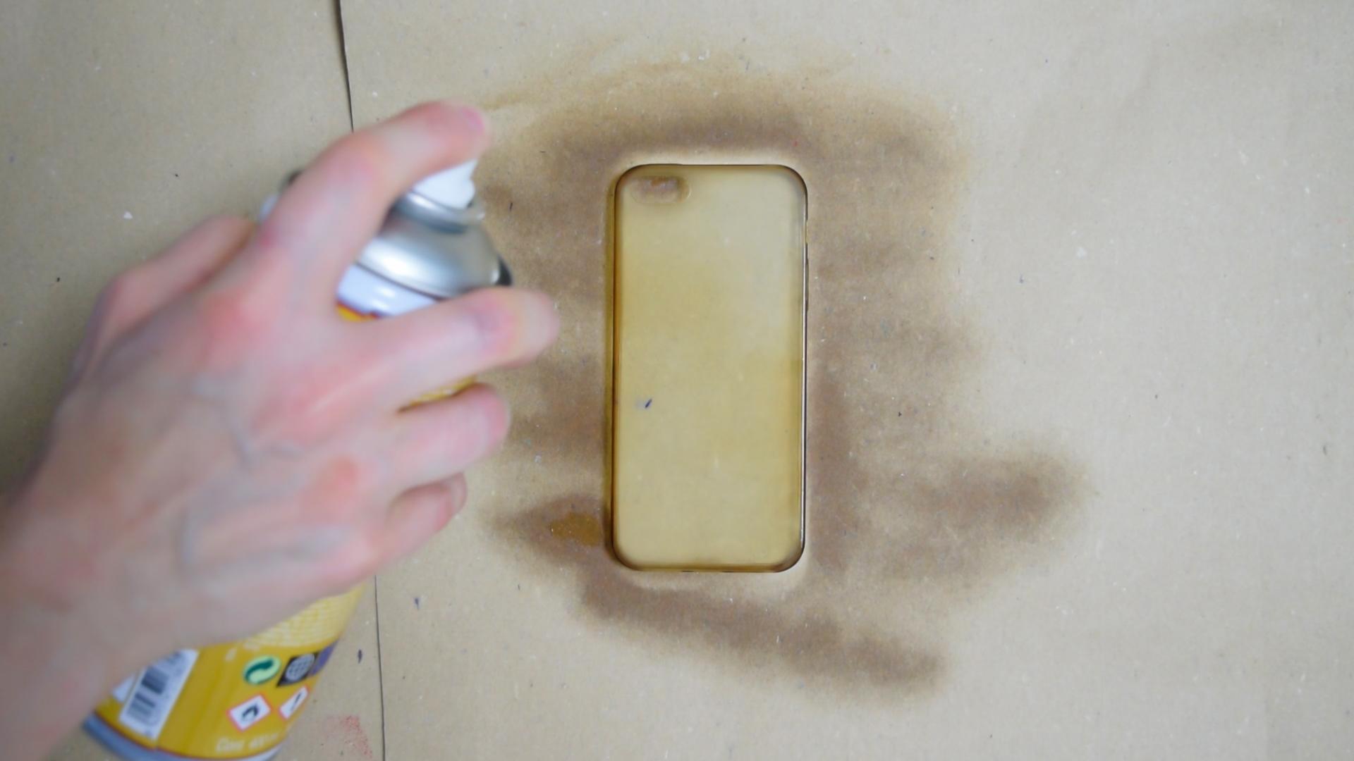 Cómo-pintar-una-funda-de-silicona-con-pintura-en-spray-5
