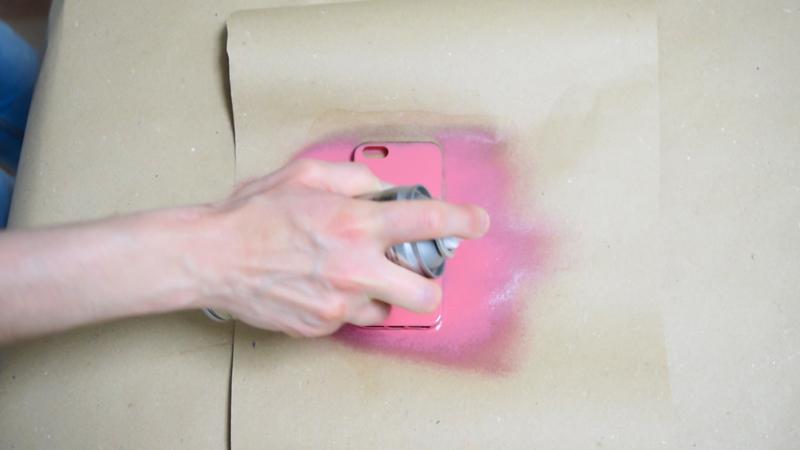 Cómo-pintar-una-funda-de-silicona-con-pintura-en-spray-6