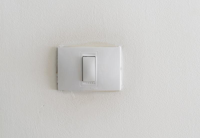 Cómo-pintar-los-interruptores-con-pintura-en-spray-1