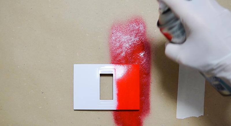 Cómo-pintar-los-interruptores-con-pintura-en-spray-6