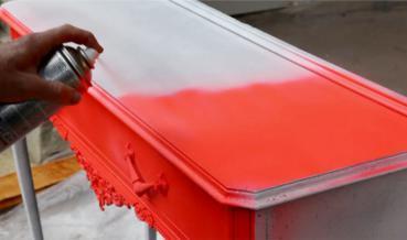 Szuvas bútor felújítása Pop-art stílusban